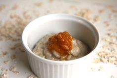 Havregrynsgröt på kokosmjölk: 1 dl havre, 2 dl kokosmjölk servera med aprikoskräm. Ev ha i ett ägg för bättre järnvärde?