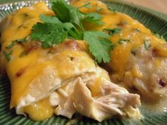 Dinners for a Year and Beyond: Creamy Chicken and Green Chili Enchiladas - use yogurt or low fat sour cream to lighten this up Green Chili Enchiladas, Turkey Enchiladas, Chicken Enchiladas, Great Recipes, Dinner Recipes, Favorite Recipes, Good Food, Yummy Food, Healthy Food