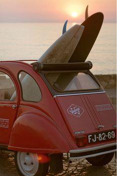 An amazing Vintage surf car in Portugal Surf Vintage, Surf Mar, 2cv6, Assurance Auto, Summer Surf, Surf Style, Surfs Up, Fiat 500, Beach Bum