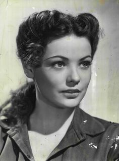 Gene Tierney – Women's Hair and Model Suggestions Old Hollywood Glamour, Vintage Hollywood, Hollywood Stars, Classic Hollywood, Look Vintage, Vintage Glamour, Vintage Beauty, Vintage Photos, Rita Hayworth