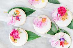 #mundushannover #handmade #fineartbakery #weddingcake #delicious #cake #hanover #hannover #weddinginspiration #flowers #love #nature #instabakery #wedding #love #foodporno #yummi #sintra #summer #cookies  Photo: @anja_schneemann_photography  Styling: @riasaage  Flowers: @milles_fleurs_  Decoration: @pompomyourlife  Video: @theweddingtree.eu  Sweets: @mundus_hannover Photo: @anja_schneemann_photography  Styling: @riasaage  Flowers: @milles_fleurs_  Event Styling: @pompomyourlife  Video…