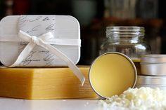 Preparamos uma receita especial de perfume sólido de tangerina que pode ser carregado até no bolso e permite retocar a fragrância em qualquer lugar!
