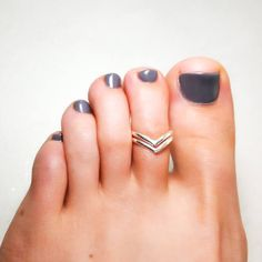 Silver Toe Ring Double Chevron Sterling Silver Toe by hoopsbyhand Sterling Silver Toe Rings, Silver Stacking Rings, Gold Rings, Leg Finger Ring, Toe Ring Tattoos, Toe Ring Designs, Pedicure Designs, Nail Designs, Finger