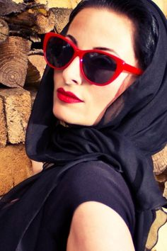 So Retro - 50s Cats Cat Eye Sunglasses Red