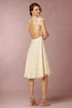 We've put together a list of 15 backless wedding dresses and gowns for the bride that wants to make a statement on her big day. Get ready to turn heads! Lace Back Wedding Dress, Bhldn Wedding Dress, Backless Wedding, Wedding Dress Sizes, Bridal Gowns, Wedding Dresses, Bridal Outfits, Wedding Attire, Bride Reception Dresses