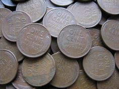 Have a 1952 penny? Want to know what it's worth? Here are the most valuable 1952 wheat pennies, errors to look for, and a price guide for all 1952 pennies. Valuable Pennies, Rare Pennies, Valuable Coins, Wheat Penny Value, Penny Price, Old Coins Value, Penny Values, Rare Coins Worth Money, Wheat Pennies