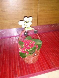 Cestino canucce di carta con fiori