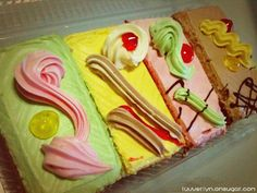 Singapore Old-School Buttercream Cakes. We will definitively have to try these yummy recipes.