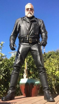 BMOA (Booted Men To Be Obeyed and Admired) — hossnyc: Sexy man… I think he'd look even better. Tall Leather Boots, Leather Jeans, Leather Gloves, Hot Cops, Bear Men, Mature Men, Leather Fashion, Sexy, Country