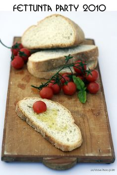 Fettunta : It consists of roasted bread rubbed with garlic and topped with extra-virgin olive oil, salt and pepper. Variations may include toppings of spicy red pepper, tomato, vegetables, beans, cured meat, or cheese; the most popular recipe outside of Italy involves basil, fresh tomato, garlic and onion or mozzarella.