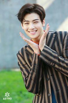 Listen to every Astro track @ Iomoio Cute Korean Boys, Korean Men, Handsome Korean Actors, Handsome Boys, Beautiful Boys, Pretty Boys, Kim Myungjun, Park Jin Woo, Cha Eunwoo Astro