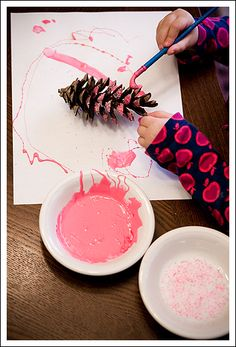 Glitter-free glitter painting the pine cones pink Pinecone Crafts Kids, Pine Cone Crafts, Christmas Crafts For Kids, Fall Crafts, Holiday Crafts, Holiday Ideas, Christmas Decor, Crafts To Make, Kids Crafts