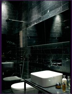 Har du tröttnat på vit marmor – här är 14 vackra badrum i svart marmor - Sköna hem