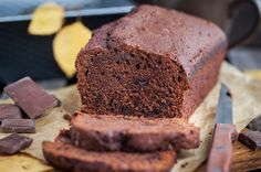 Basic Chocolate Zucchini Bread that doesn't taste like anything other than a rich, moist chocolate cake. No zucchini taste! Chocolate Zucchini Loaf, Chocolate Bread Recipe, Chocolate Pound Cake, Low Carb Desserts, Sweet Desserts, Easy Desserts, Dessert Simple, Sugar Free Syrup, Keto Cake
