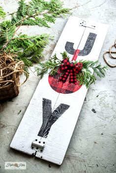 signs Joy Buffalo Check Christmas sign - Funky Junk Interiors Learn how easy it is to stencil this festive Joy Buffalo Check Christmas sign on reclaimed wood with Funky Junk's Old Sign Stencils! Christmas Wood Crafts, Christmas Projects, Holiday Crafts, Christmas Decorations, Burlap Christmas, Christmas Stencils, Christmas Signs Wood, Primitive Christmas, Christmas Wreaths