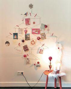 Las perchas pueden ser un árbol de Navidad fácilmente.