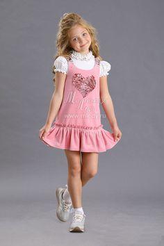 Весенне-осенний Сарафан для девочки из велюра, цвет темно-лавандовый Girly Girl Outfits, Cute Little Girl Dresses, Cute Young Girl, Dresses Kids Girl, Cute Little Girls, Preteen Girls Fashion, Young Girl Fashion, Baby Girl Fashion, Princess Fashion