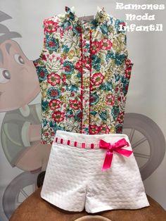 Conjunto de short de piqué y blusa estampada de plumeti.