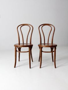 Dining Chairs Videos Upholstery - - Chairs For Living Room White - Old School Chairs Makeover - - Ikea Chair, Diy Chair, Swivel Chair, Chair Cushions, Vintage Chairs, Vintage Furniture, Pallet Furniture, Pallet Chair, Smart Furniture
