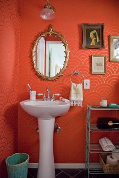 Bathroom wallpaper via apartment therapy Coral Bathroom, Orange Bathrooms, Bathroom Colors, Bathroom Ideas, Colorful Bathroom, Rental Bathroom, Design Bathroom, Small Bathroom, Bright Bathrooms