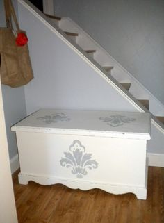 Painted and stenciled trunk Painted and stenciled trunk Upcycled Furniture, Furniture Projects, Diy Projects, Trunk Makeover, Painted Trunk, Stencil Wood, Wood Trunk, Painted Bedroom Furniture, Trunks And Chests