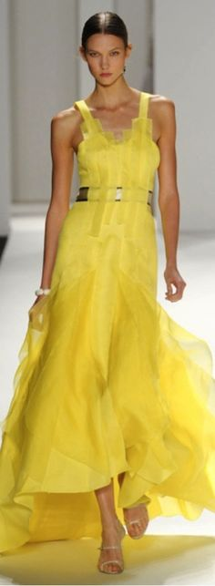 Karlie Kloss walks the runway in a canary yellow silk gazar gown with silk organza band qpplique for the Carolina Herrera Spring 2012 fashion show, during Mercedes-Benz Fashion Week Spring Carolina Herrera, Runway Fashion, Fashion Show, Womens Fashion, Style Fashion, Fashion Glamour, Fashion Spring, Ootd Fashion, Ladies Fashion