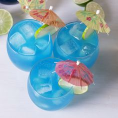 What makes these cocktails blue? It's Curacao, a blue liqueur made from citrus peels! It's tangy flavor is the perfect compliment to your average Moscow Mule. #easyrecipe #cocktail #mermaid #drink #summer