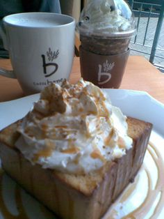 We rarely go to the same restaurant twice within 2 days but will gladly make an exception for Korean coffeeshouse Caffebene as they serve delectable dessert and drinks ♡ Here is Caramel Cinnamon Honey Bread, Blueberry Latte and Chocolate Chip Frappucinno. I also highly recommend their Sweet Potato Latte and their Strawberry Bingsu :) Just so YUMMY!