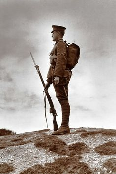 British soldier with fixed bayonet, First World War, (Photo by SSPL/Getty Images) -> I think the thing about the 'rogue knitters' is hysterical! World War One, First World, Second World, Military Art, Military History, Military Soldier, Military Camouflage, Foto Portrait, British Soldier