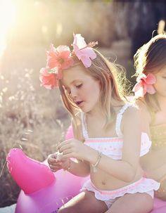 Bikini confeccionado en algodón 100% color blanco con detalle de bordados en color rosa flúor en volante y alrededor de toda la cintura. Louise Misha, Color Rosa, Bikini, Crown, Fashion, Shopping, Bohemian Style, Racing Wheel, White Colors