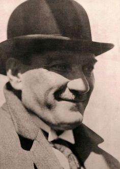 Atatürk bize gülümsüyor