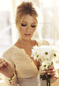 Retro makeup and hair, Blake Lively is great
