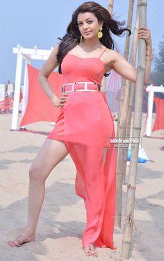 man is she gorgeous or what! All Hollywood Actress, Cinema Actress, Most Beautiful Indian Actress, Beautiful Actresses, Sonam Kapoor, Deepika Padukone, Sonakshi Sinha, Hot Actresses, Indian Actresses