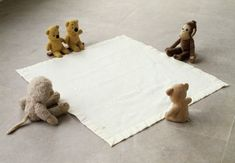 Mike Kelley Arena (Bears), 1990 Stuffed animals on blanket, x 53 x 49 inches. Mike Kelley Artist, Contemporary Art Daily, Installation Art, Art Installations, American Artists, Online Art, Fine Art Photography, Les Oeuvres, Street Art