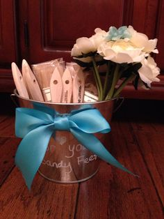 Beach wedding paintbrushes in a bucket for sandy feet & the bouquet for the toss