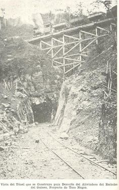 Vista del túnel que se construyo para Desague del Aliviadero del Embalse del Guineo Proyecto Toro Negro, en Puerto Rico, año 1928.