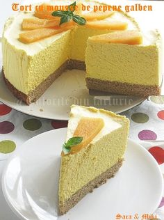 Melon mousse cake ~ colors of plate No Cook Desserts, Delicious Desserts, Yummy Food, Dessert Drinks, Dessert Bars, Pie Co, Romanian Desserts, Cake Recipes, Dessert Recipes