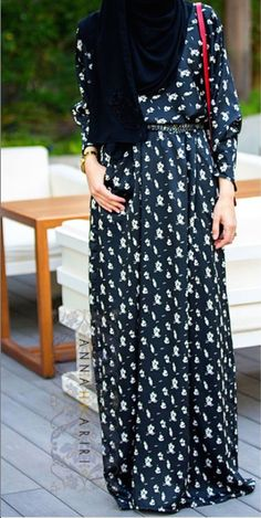 Modest long sleeve black and white printed maxi dress full length | Mode-sty