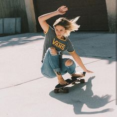 The largest selection of new skate board outfit in supply now. Style Outfits, Tomboy Outfits, Mode Outfits, Sport Outfits, Moda Skate, Surfergirl Style, Skater Girl Style, Shadow Photography, Nature Photography