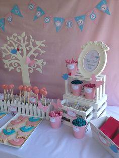 Decor at a Pretty Pink Party #pink #partydecor