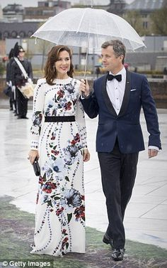 In what looked like a scene straight out of an old Hollywood movie, the glamorous couple stepped out in Oslo, Norway, on Wednesday to attend a banquet dinner