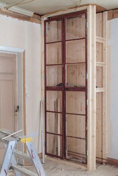 Use windows in the inset brick wall for the closet Diy Interior, Interior Decorating, Old Windows, Home And Deco, Home Projects, Diy Furniture, Shelving, Sweet Home, House Design