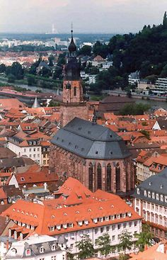 Die Heiliggeistkirche (The Church of the Holy Spirit) the most famous church in Heidelberg.  It stands in the middle of the market place, beneath Heidelberg Castle.  GERMANY