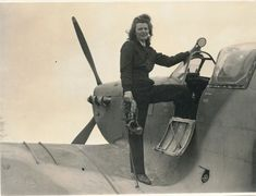 Mary Guthrie flew Spitfires and Hurricanes on transport missions during WWII. She never saw combat but was a highly capable pilot. After the war she was famous for her parties in London. Ww2 Women, Military Women, Military History, Ww2 Aircraft, Military Aircraft, Cheap International Flights, Tiger Moth, Female Pilot, Aviators Women