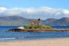 Ballinskelligs Castle by Irishstones, via Flickr
