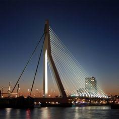 Современный вантовый #мостЭразма через реку Маас в центре Роттердаме  быстро стал одним из символов города #Лебедьмост #букваА, #букваЛ, #букваL #А #L
