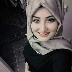 Cute Muslim girl in hijab Beautiful Hijab Girl, Beautiful Muslim Women, Arab Girls Hijab, Muslim Girls, Hijab Style, Hijab Chic, Hijabi Girl, Girl Hijab, Muslim Beauty