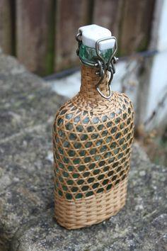 Bamboo Weaving, Basket Weaving, Bottles And Jars, Glass Bottles, Museum Branding, Vintage Picnic Basket, Rope Art, Bamboo Crafts, Weaving Patterns