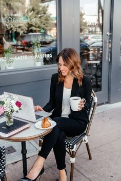 170 classy business outfits ideas for the sophisticated women - business professional outfits offices Classy Business Outfits, Business Outfit Frau, Business Professional Outfits, Business Casual, Business Women, Business Lady, Business Skirts, Business Style, Professional Dresses