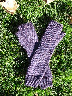 Ravelry: Fingerless Arm Warmers pattern by Ariel Garcia